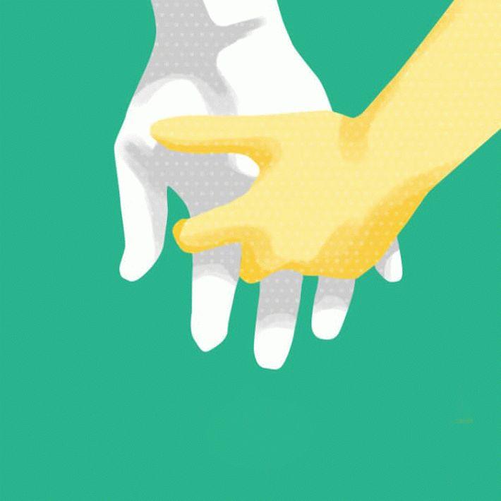 Сплетенные пальцы влюбленных