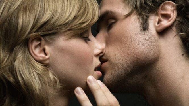 Парень целует ягодицы фото 532-544