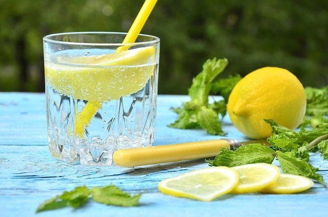 Вода с лимоном для похудения, полезные свойства, рецепты