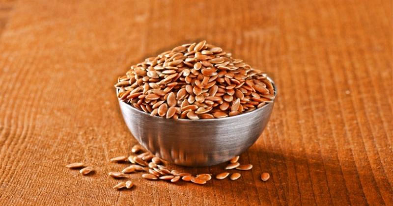 Семена льна врачи рекомендуют в качестве диетической добавки. Семя льна помогает понизить холестерин, способствуют похудению. Картинка слишком хороша, только если вы не испытали, например, понос от семян льна, или другие побочные эффекты семени льна.