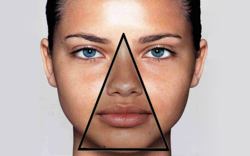 Треугольник смерти на лице - наверняка, многие из вас слышали про крайне чувствительную к инфекции зону лица. Но мало кто знает, что именно это такое и где она находится. Треугольник смерти расположен в следующих зонах лица: рот, нос и носогубные складки.