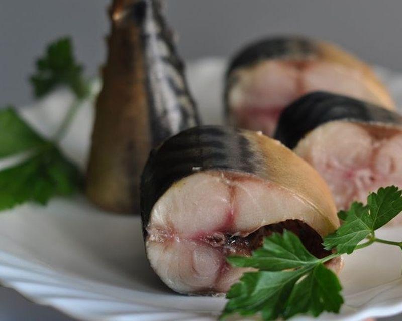 Маринованная рыба на луковой шелухе и чае: рецепт копченой скумбрии без копчения