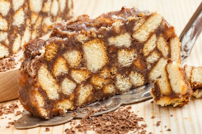 Торт без выпечки из печенья и вареной сгущенки