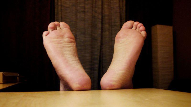 Дезодорант для ног, приготовленный в домашних условиях – лучшее средство от пота и помощь тем, кто не знает, как избавиться от запаха ног. Масло кокосовое поможет обязательно!