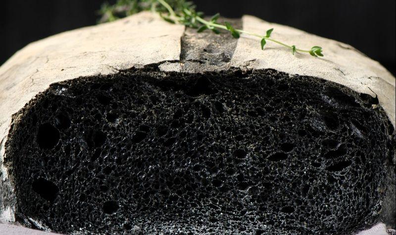 Угольный хлеб: рецепт домашней выпечки непривычного цвета