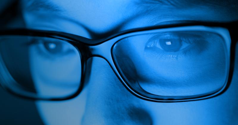 Голубой свет подобен волшебству и так романтичен. Ученые тоже согласны с таким выражением, утверждая, что в частности свет голубого цвета тонизирует людей, занимающихся спортом. Для рядовых обывателей тоже есть плюсы!