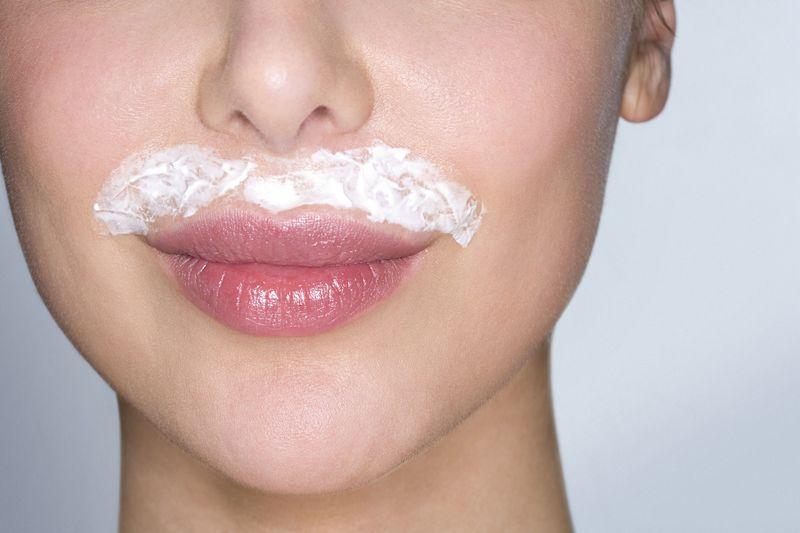 Волосы над верхней губой, так же как и волосы на подбородке, нередко обнаруживают на своем лице многие женщины. Скрыть или избавиться от них – полбеды! Ведь тотальное удаление волос на сегодняшний день – доступная многим и простая процедура.