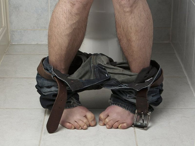Лишь одна мысль о кале вызывает у большинстваживотрепещущий ужас. Но с другой стороны посещение туалета «по большому» в какой-то степени уже ритуал для людей. Специалисты считают, что узнать о возможных симптомах многих болезней можно именно по калу.