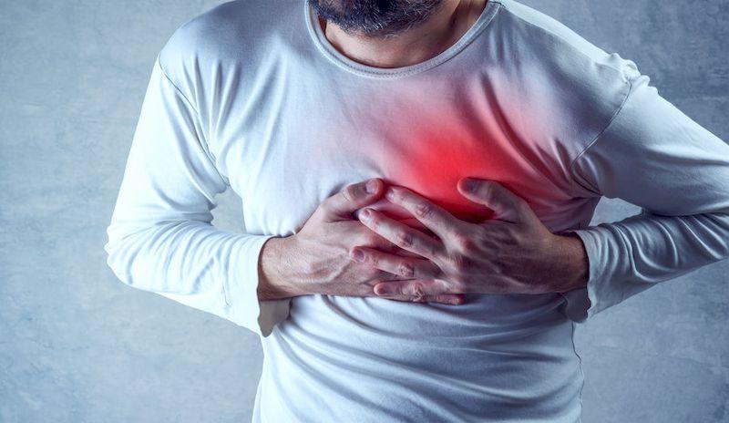 """Инфаркт миокарда и его симптомы: как вовремя обнаружить, лечить и когда срочно вызывать """"скорую"""""""