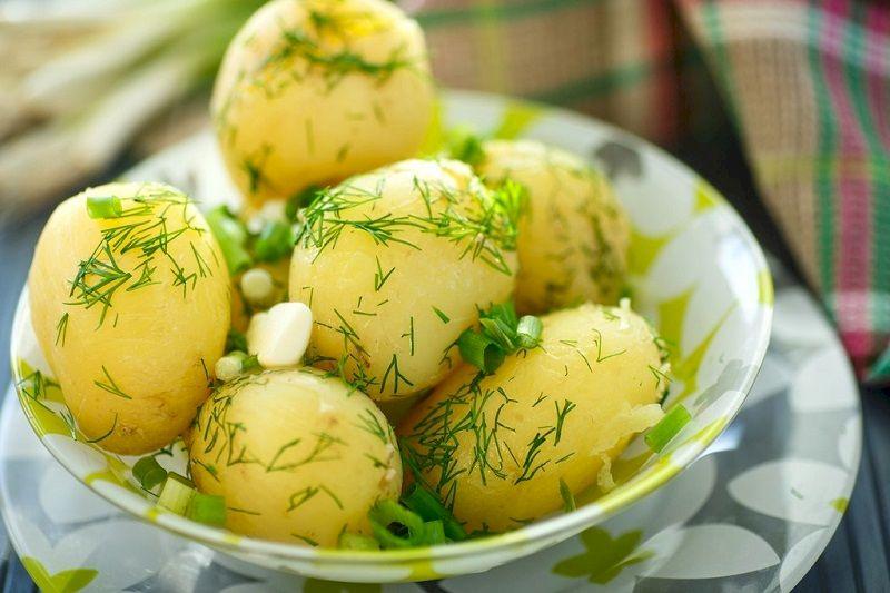 1. Рецепт, как варить молодую картошку с укропом