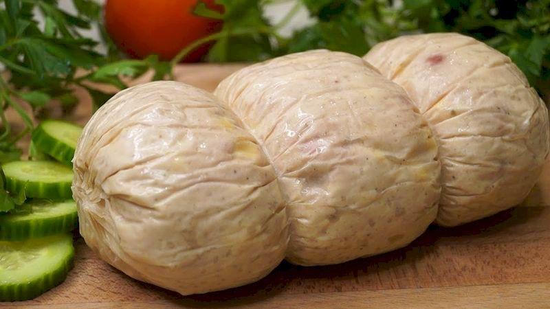 Домашняя колбаса утолит голод каждого: удивительно вкусный рецепт натуральной закуски