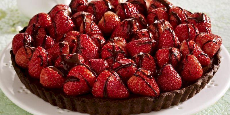 Шоколадный тарт с клубникой: как приготовить идеальный десерт в сезон клубники