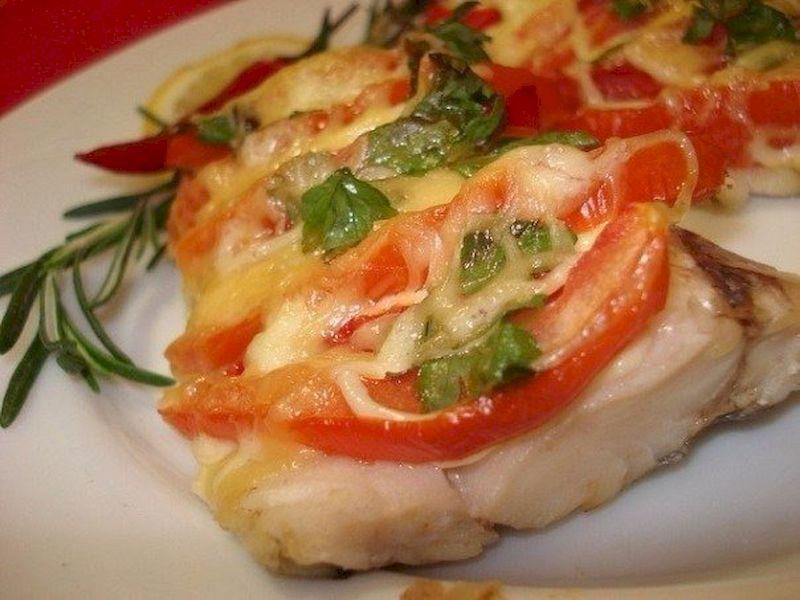Запеченная рыба (тилапия) с лимоном и чесноком