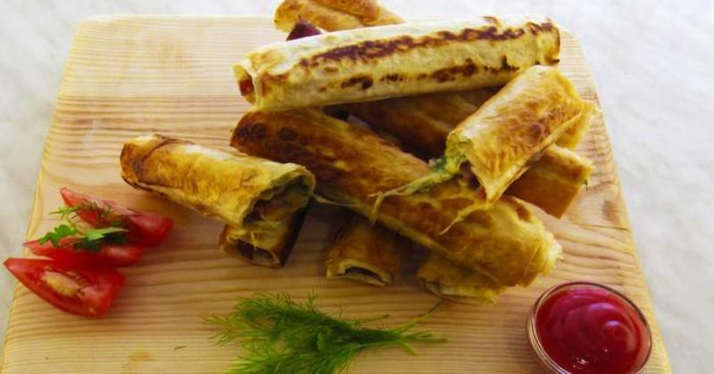 Сочные рулетики из лаваша: как приготовить ленивый завтрак за 5 минут