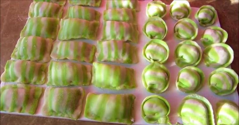 Домашние пельмени из полосатого теста: как приготовить оригинальную закуску в канун праздников