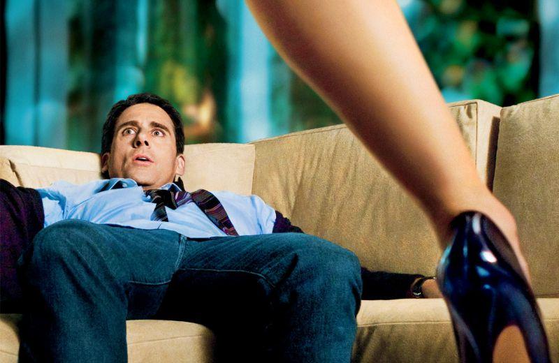 Как быстро привлечь внимание мужчины: 4 женские хитрости