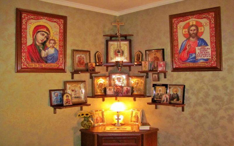 Как быть ближе к Богу: правила размещения иконостаса в доме