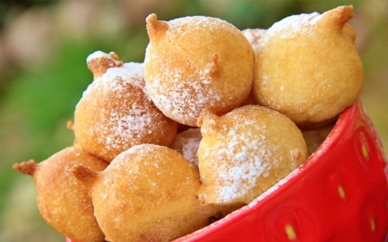 Воздушные пончики на кефире: вкусное лакомство за 20 минут